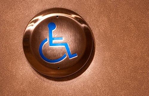 Ascensores y escaleras no son únicos obstáculos para discapacitados